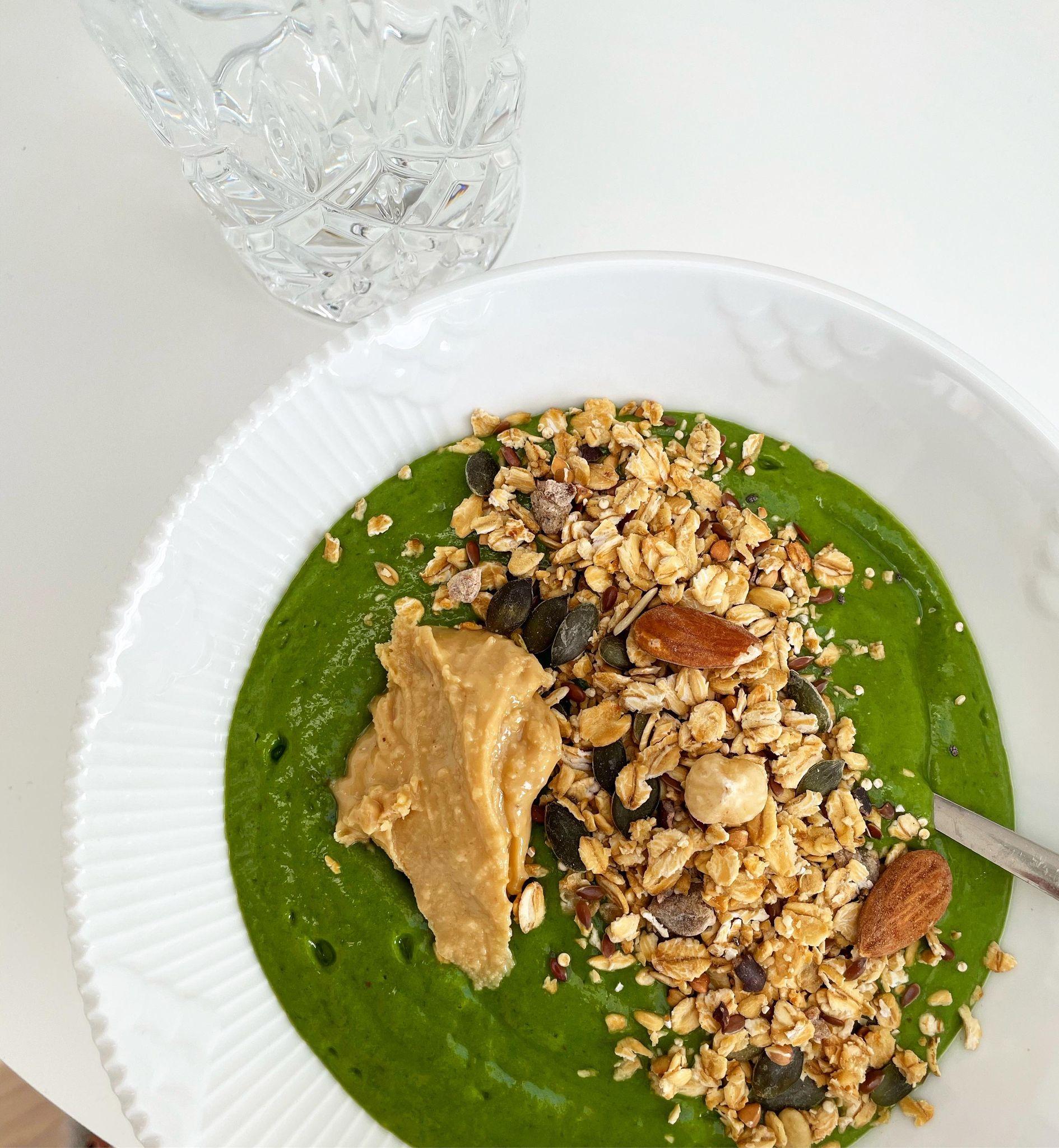 Grøn, sød og cremet smoothie bowl